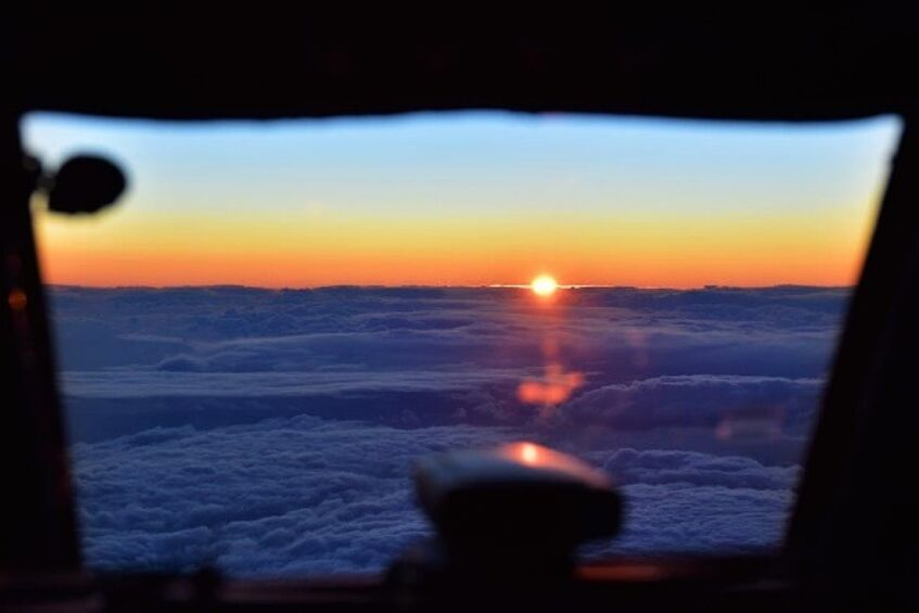 Sunrise seen from the cockpit of the DC-8